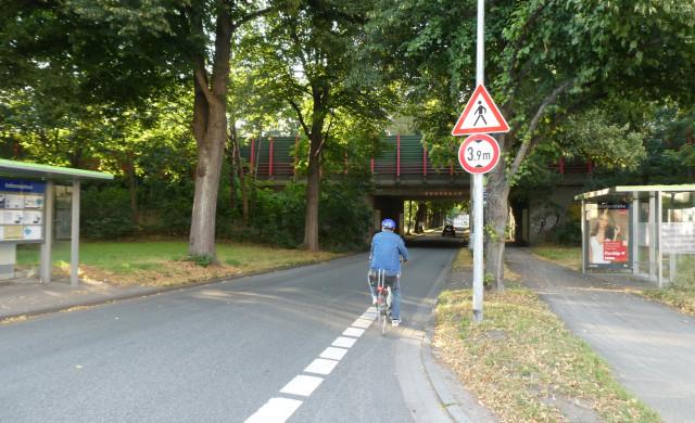 Schwierige Wegführung für Radfahrer*innen (Bild: Rieke Gießelmann)